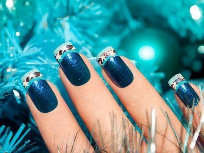 Сміливий і яскравий дизайн з абстрактними узорами двох кольорів на тлі натурального відтінку нігтя. Сміливий і яскравий дизайн підійде дівчатам, які прагнуть пригод і
