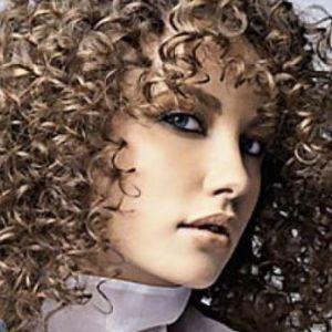 Хімічна завивка волосся на крупні локони
