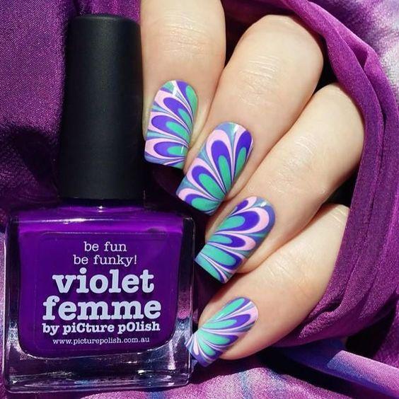 Гарний водний манікюр в фіолетових відтінках