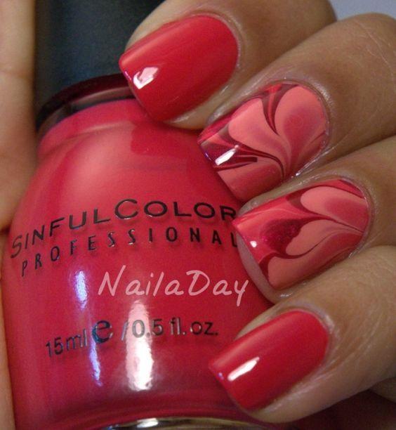 Рожевий водний манікюр на коротких нігтях