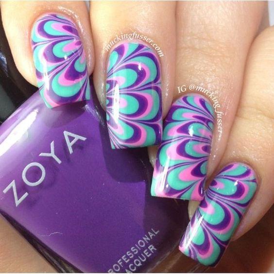 Фіолетовий водний манікюр на довгих нігтях