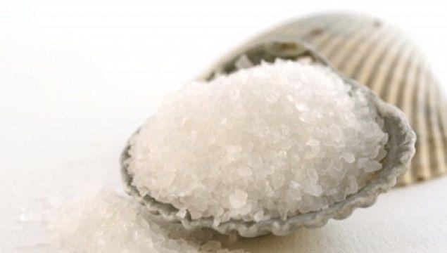 Як уберегти волосся від випадання з допомогою солі
