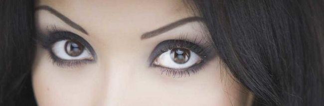 Як збільшити очі, використовуючи правильний макіяж?
