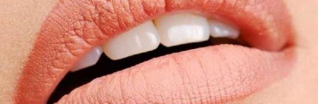 Корекція губ за допомогою татуажу