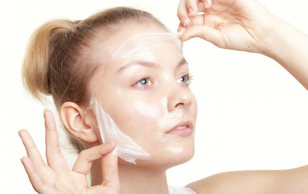 Маски з аптеки використовуються як для проблемної шкіри, так і для підтримки здорової в належному стані
