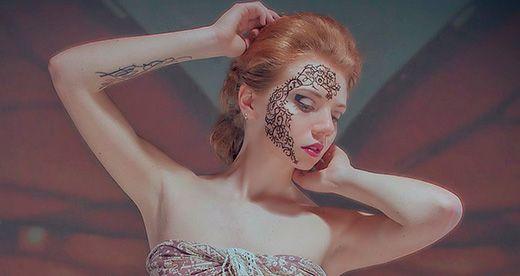 Мехенді як частина макіяжу для прикраси обличчя