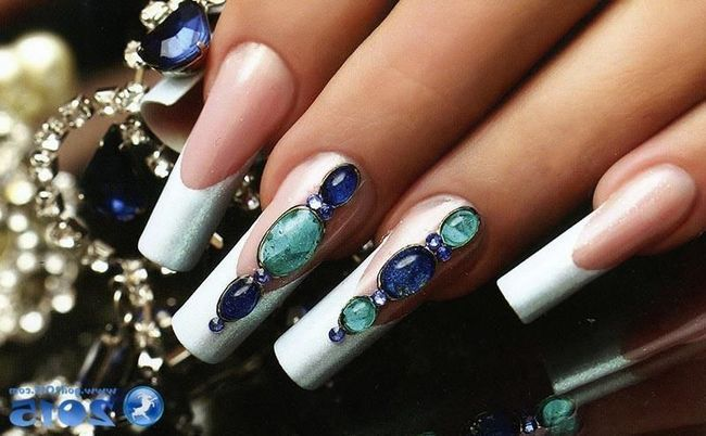 на весняний сезон 2016 р представляє нову колекцію макіяжу, в яку входять тіні для повік (пудровие і кремові), туш для вій і лаки для нігтів.
