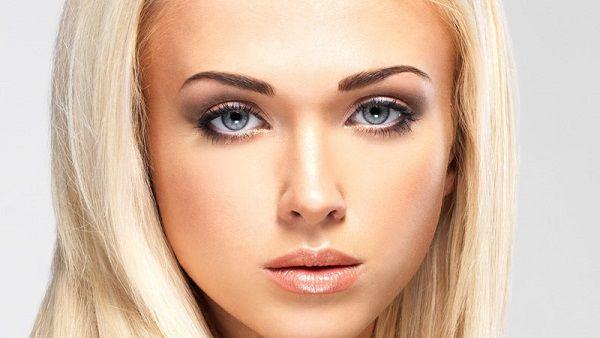 Блондинки зможуть підкреслити свої очі, скориставшись фарбою для брів