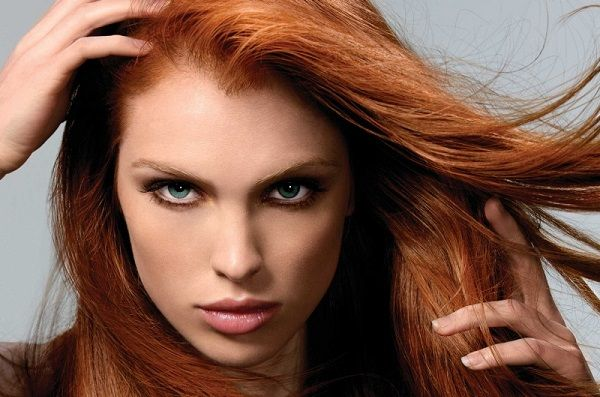 Світлі відтінки коричневого підійдуть для рудого волосся