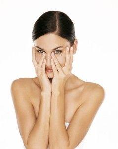 Причини зростання зайвого волосся на обличчі у жінок