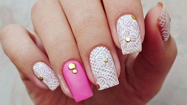 Вам не знадобляться всі кольори веселки, щоб створити ваш перший гарний дизайн для нігтів. Наприклад, чорного з білим або білого з ніжно-рожевим для початку