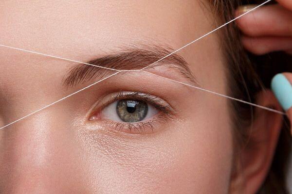 Корекція брів ниткою є більш складною процедурою