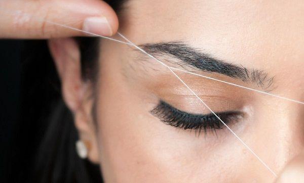 Використовувати нитку слід акуратно, щоб не пошкодити волоски