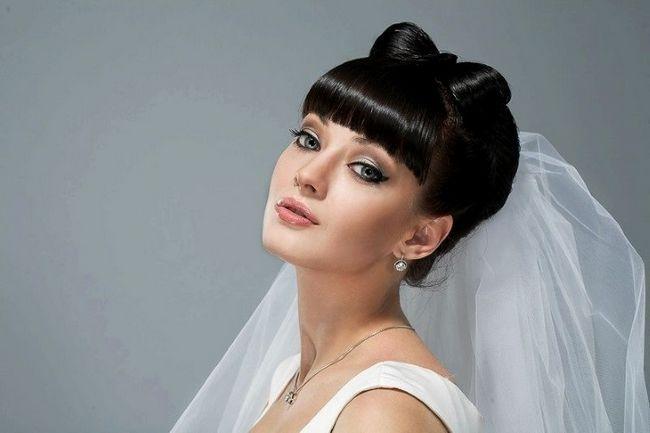 Весільні зачіски з чубчиком - це стильно і сексуально